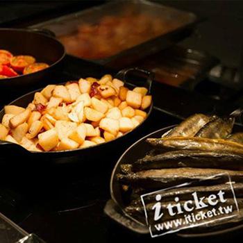 高雄 國賓飯店- i River 愛河牛排海鮮自助餐廳平日自助午餐券(原Market Cafe)【一套兩張】