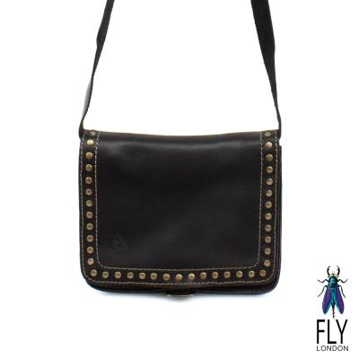 【Fly London 】帶釘的素面小肩包 - FLY黑