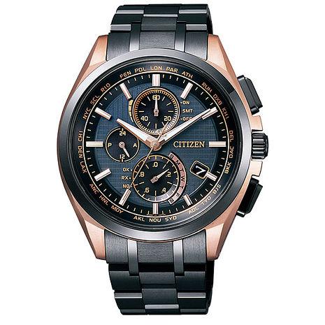 【CITIZEN星辰】制霸全球電波 鈦金屬三眼計時光動能腕錶-黑金/43mm(AT8044-64E)
