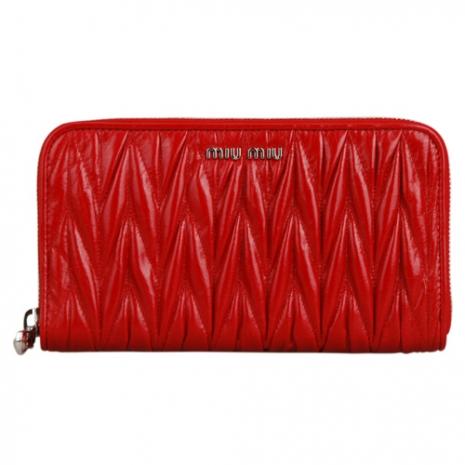 MIU MIU Coffer 經典抓皺設計小羊皮拉鍊手拿零錢包(紅)