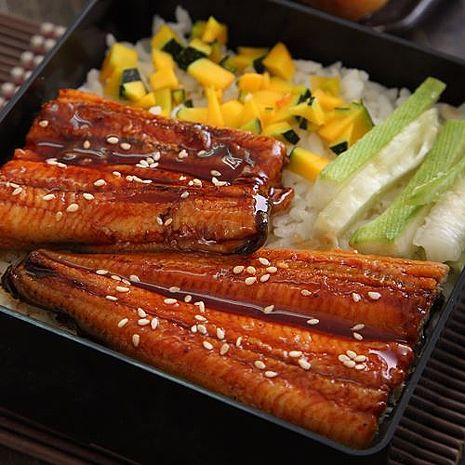 【華得水產】蒲燒小鰻魚5件組(90g) )~(贈送 美國安格斯黑牛梅花骰子500g)