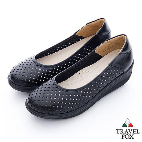 Travel Fox(女) 洞洞搖擺厚底牛皮楔型鞋- 黑35