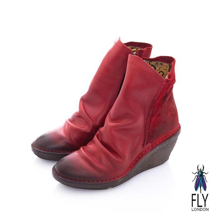 Fly London(女) 極簡個性 前後雙料牛皮皺摺中筒楔型短靴 - 萬心紅